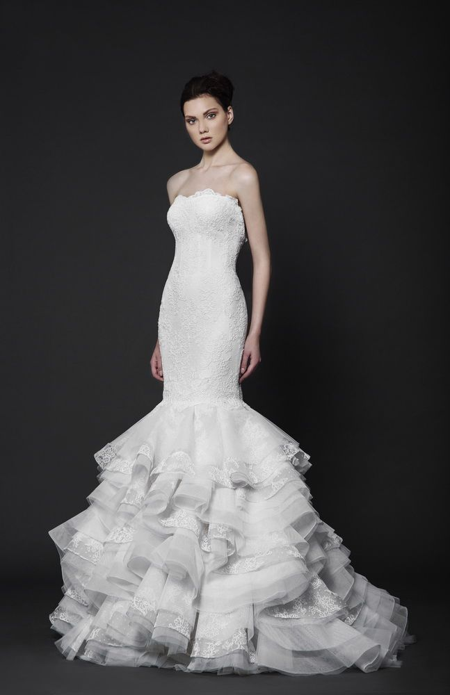Strapless Off-White fitted dress with a full ruffled skirt of Tulle and Lace.