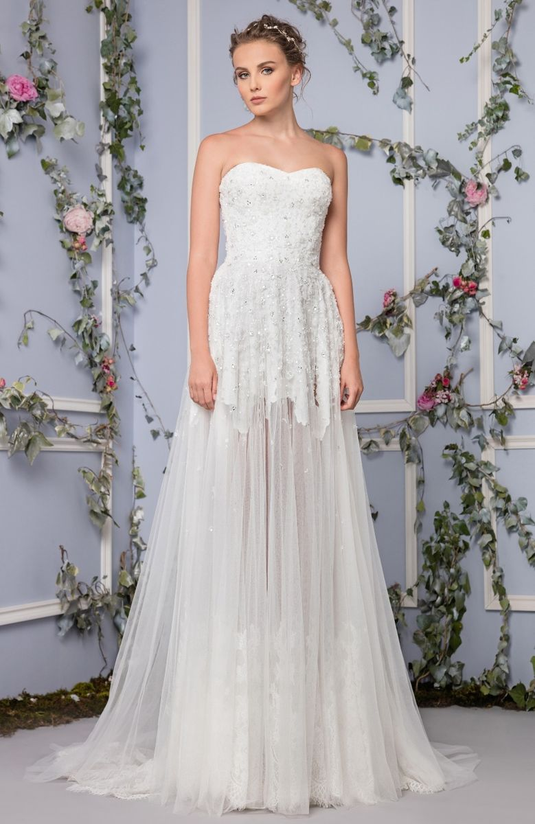 A-line embroidered sweetheart evening dress in Tulle, with White incrusted Lace.
