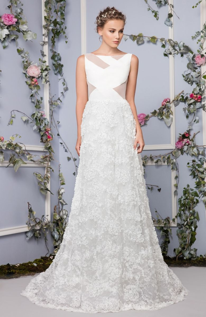 Wedding dress with a Silk Crepe cutout bust and a Lace skirt embellished with tangled appliques.