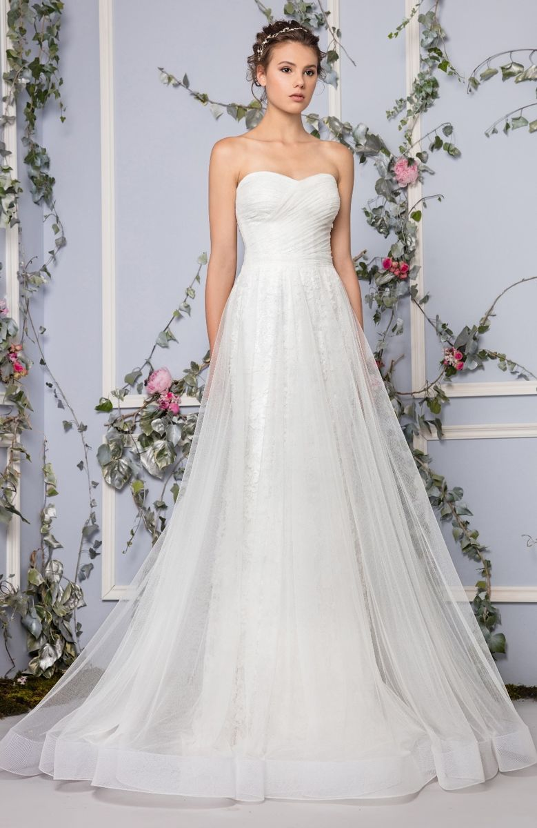 Sweetheart neckline dress in embroidered Tulle with a crisscross draped bodice.