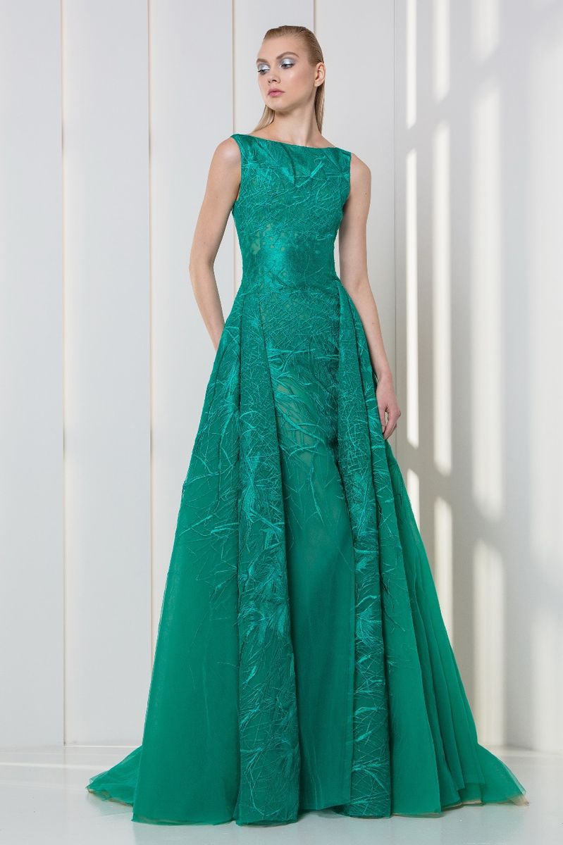 Emerald dress in embroidered tulle, with a bateau neckline and an overskirt.
