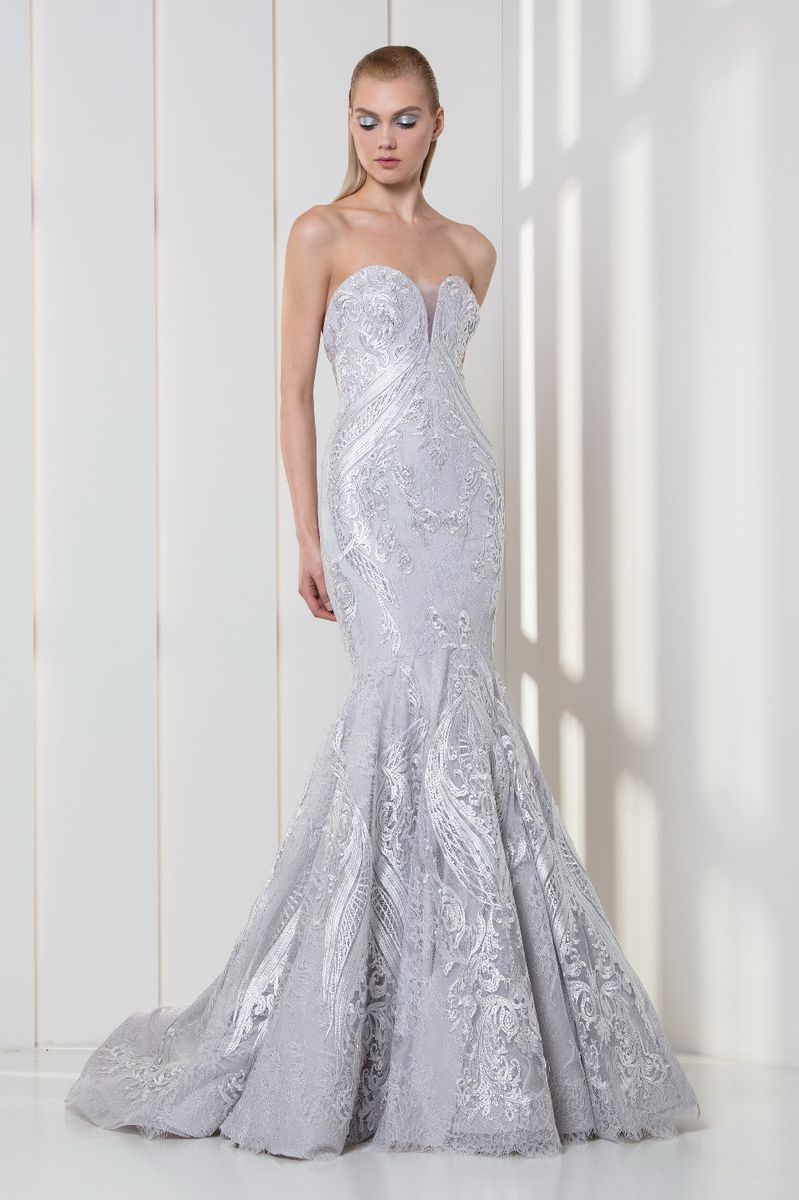 Mermaid silver dress in silk-embroidered tulle with a strapless sweetheart bodice.