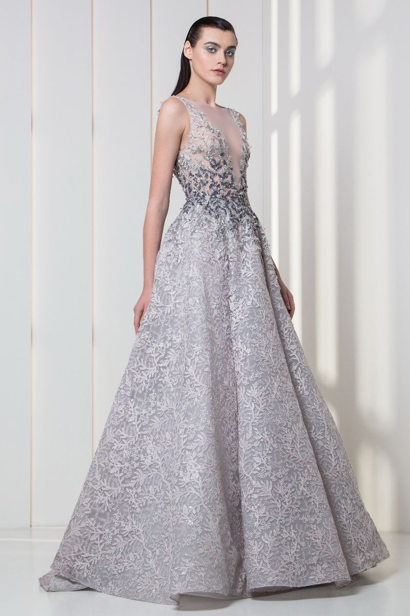 A-line dress in embroidered tulle, with a V-neckline bodice and frost-shaped embroideries in shades of grey.