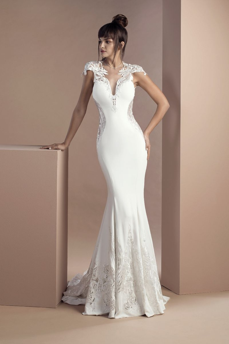Off white mermaid dress in crepe and embroidered tulle, with V-neckline, revealing sides and a Court train.