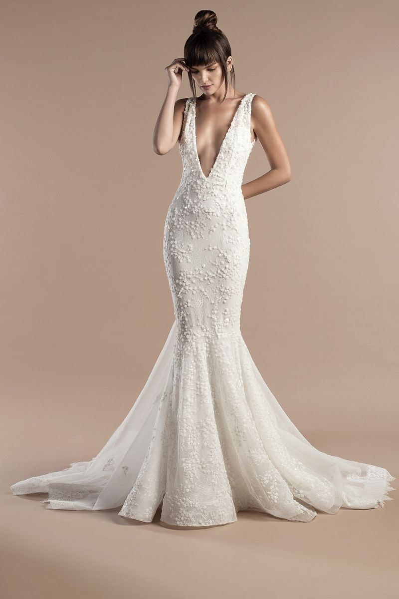 Off white mermaid dress in lace and embroidered tulle, with deep V-neckline and a Chapel train.