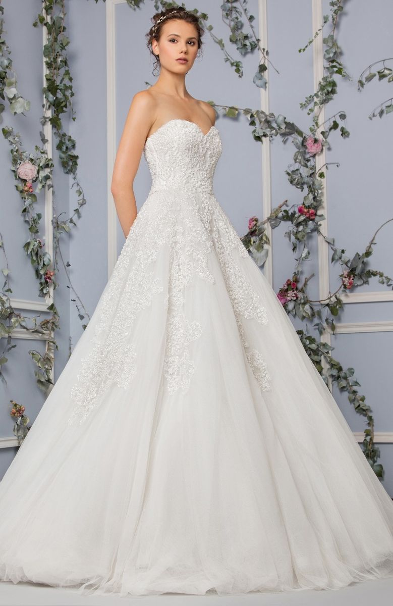 Off White Princess Tulle Dress With A Sweetheart Neckline And An Embroidered Bodice Skirt