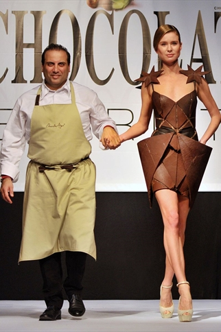 THE TONY WARD CHOCOLATE DRESS AT THE SALON DU CHOCOLAT