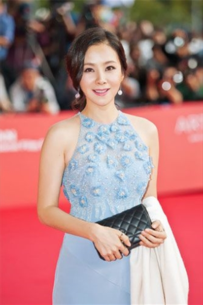 Famous Chinese Actress He Lin
