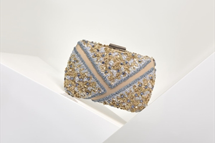 RTW Spring Summer 2018 - Nude & Blue Clutch with embroideries
